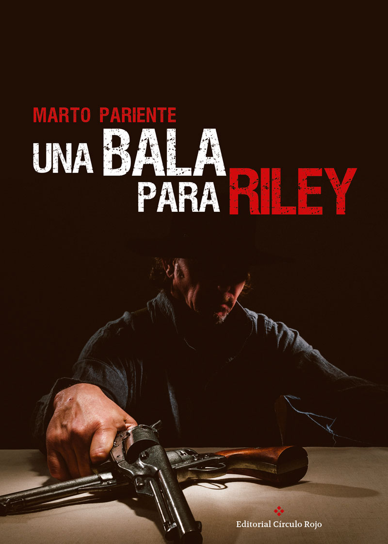 """Marto Pariente es un escritor de novela negra y en """"Una Bala para Riley """" narra la historia de Riley, un ex convicto e investigador privado, recibe el encargo de encontrar a la joven y bella modelo Venecia Gayo, testigo del suicidio de un importante magnate ruso. No es el único que la busca. El Gringo, sicario de un poderoso cártel mexicano"""